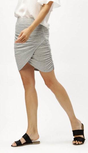 Světle šedá žíhaná sukně s řasením zavinovacího střihu