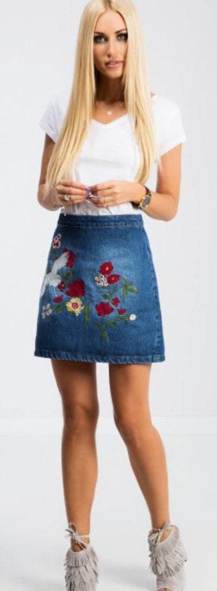 Džínová sukně s květinovou výšivkou
