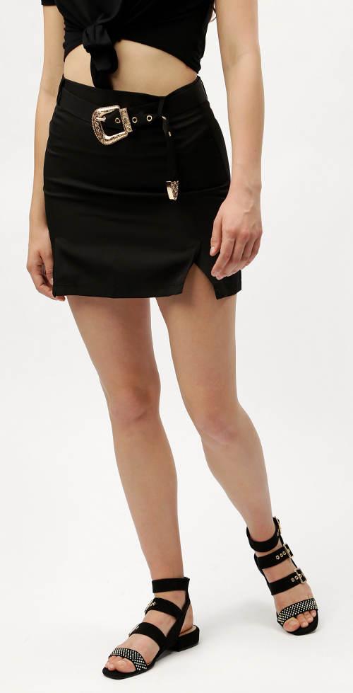 Černá minisukně s páskem se sponou ve zlaté barvě