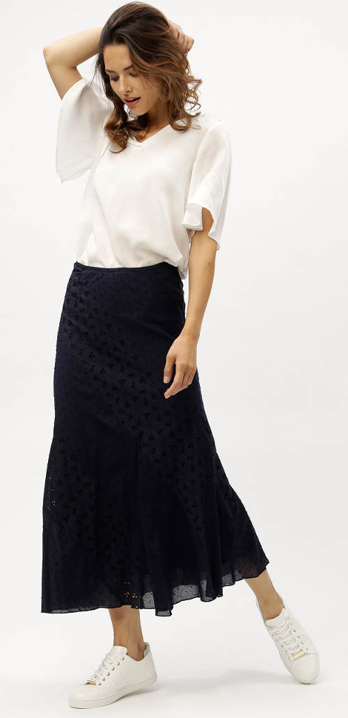 Maxi sukně k bílé společenské halence