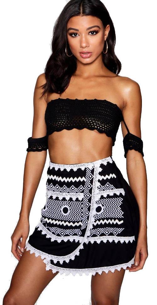 Černobílá krátká zavinovací sukně