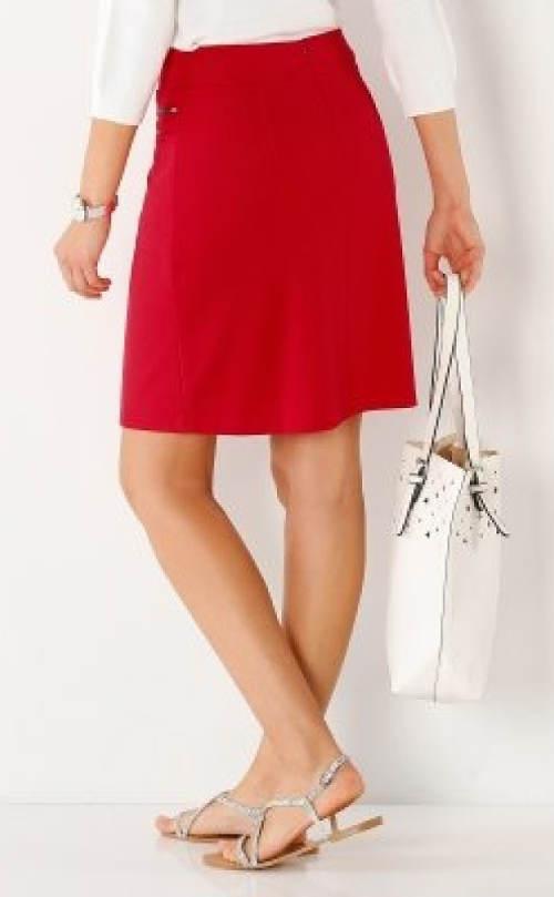 Červená společenská sukně nad kolena