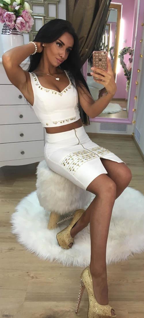 Úplá bílá sukně pro mladé