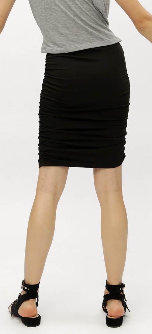Černá pouzdrová sukně pro mladé