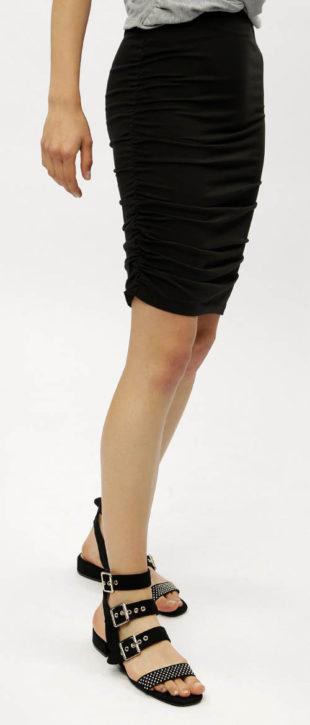 Pouzdrová sukně s řasením na bocích