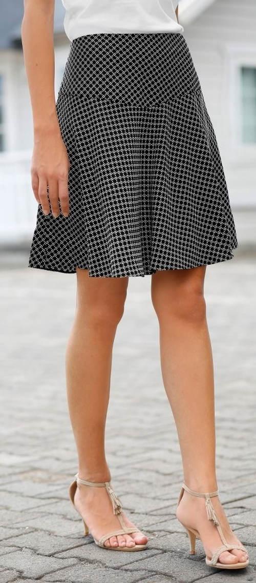 Rozšířená sukně s drobnými kostičkami