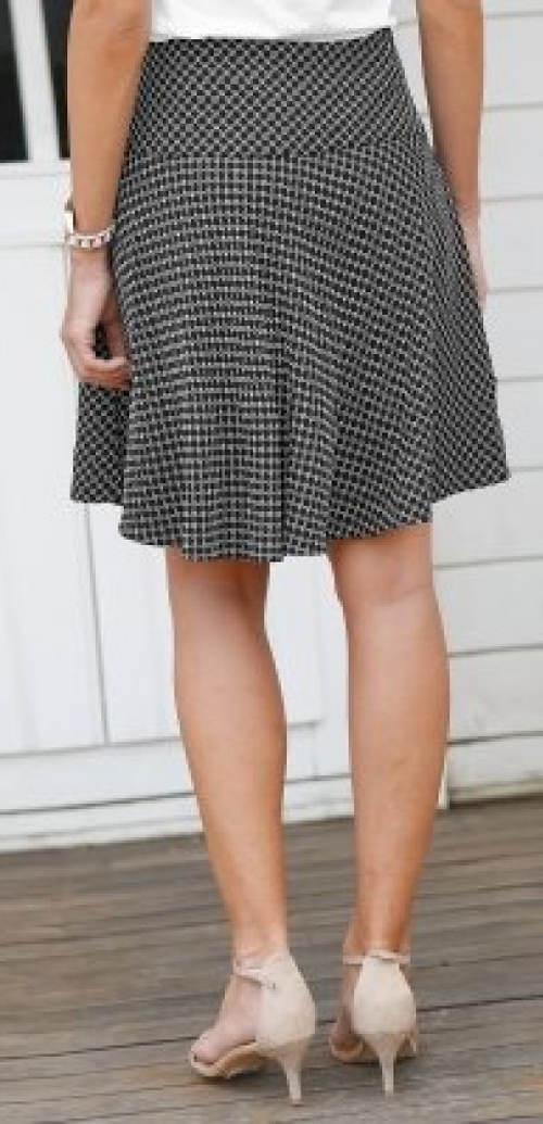 Rozšířená sukně stahující bříško