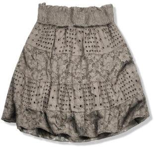 Světle hnědá děrovaná sukně s krajkou