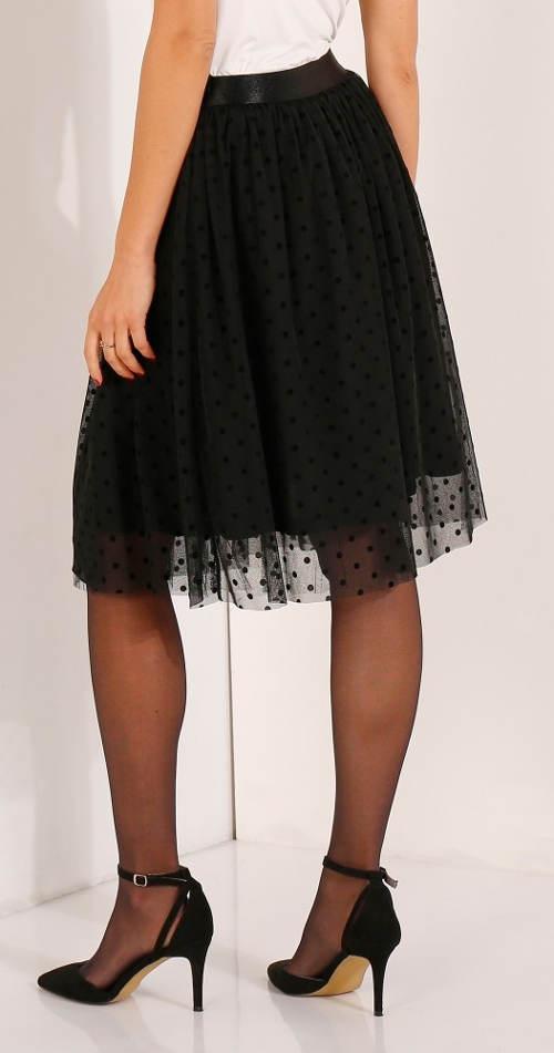 Černá tylová sukně ke kolenům