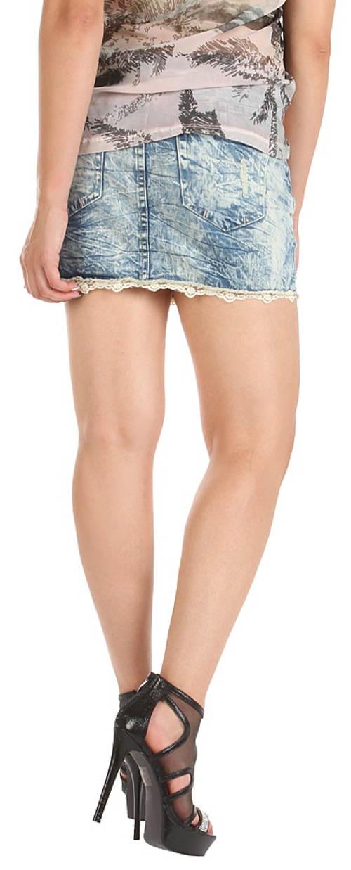 Krátká džínová sukně s krajkovými lemy