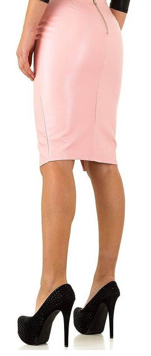 Úplá růžová sukně ke kolenům