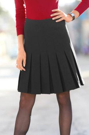 1527624d432 Černá skládaná sukně pro plnoštíhlé