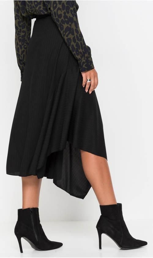 Černá zimní úpletová sukně