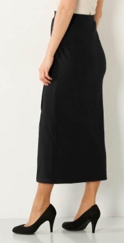 Delší černá úpletová sukně
