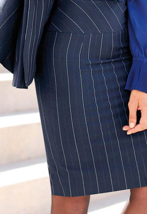 Modrá pouzdrová sukně s proužkem
