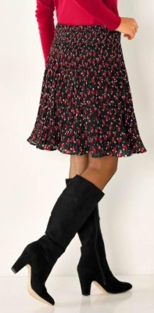 Plisovaná sukně ke kozačkám