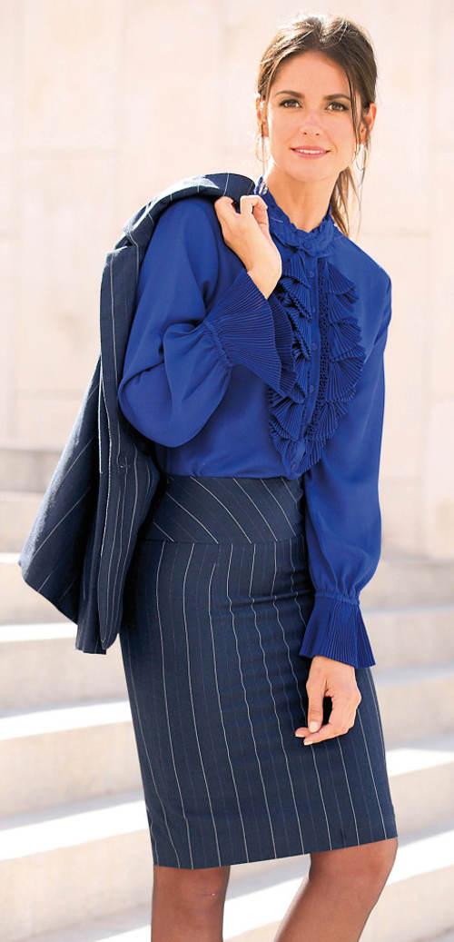 Poudrová elegantní sukně z pružného úpletu