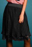 Černá skládaná plísovaná sukně s krajkou