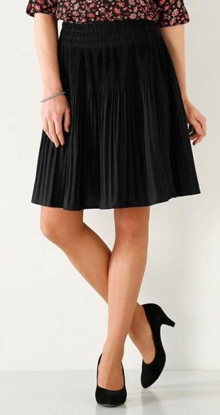 Jednobarevná černá plísovaná sukně