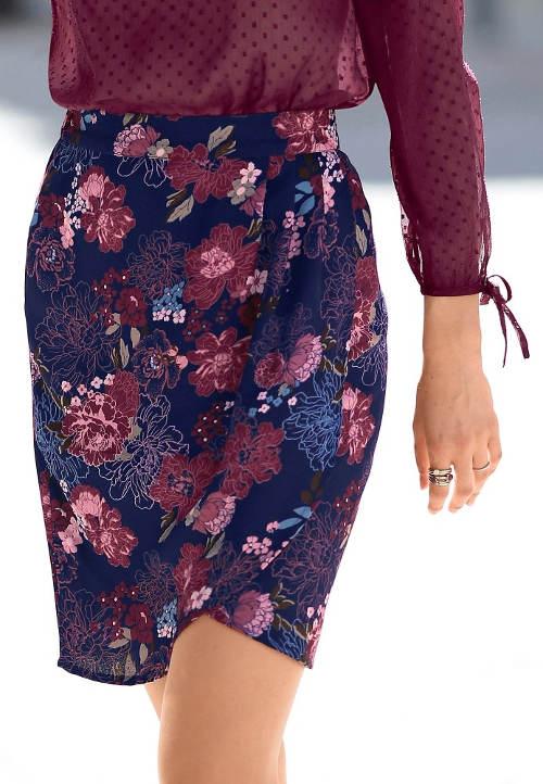 c53b2f8e21d7 Modrá pozdrová květinová sukně nad kolena