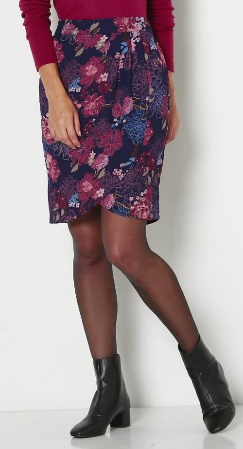 Pouzdrová sukně se sklady na předním díle