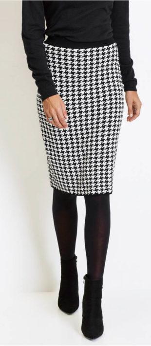 56a23026a9f Úpletová sukně s klasickým vzorem kohoutí stopy