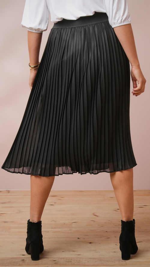 Černá plisovaná sukně pro plnoštíhlé