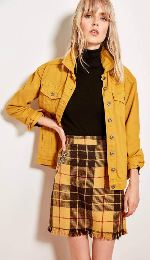 Kostkovaná žluto-hnědá sukně s řaseným spodním lemem
