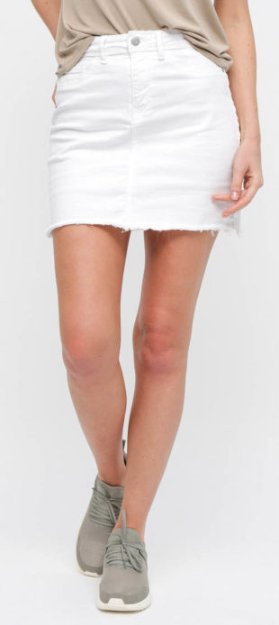 Bílá džínová minisukně s roztřepeným lemem