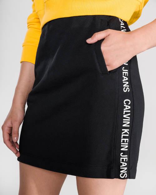 Černá sportovní sukně s kapsou