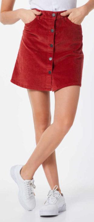 Červená manšestrová krátká sukně s knoflíky na přední straně