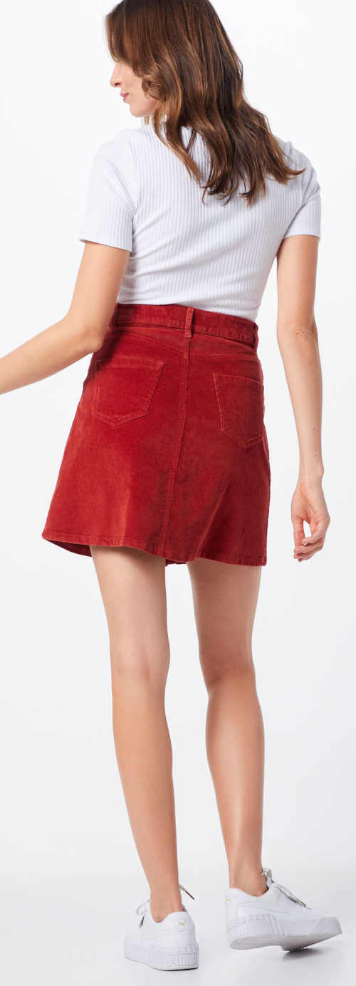 Červená sportovní letní sukně z manšesteru
