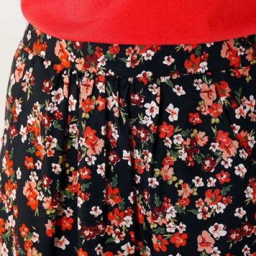 Drobné kvítky na sukni