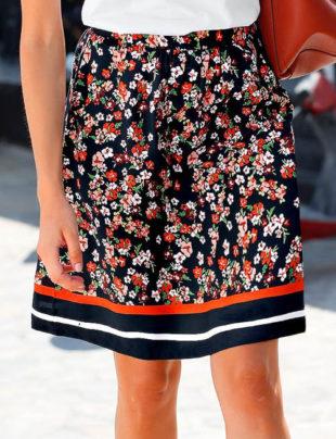 Květinová retro sukně pro plnoštíhlé