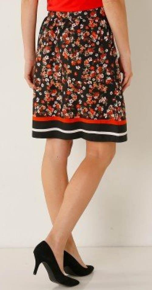 05ecd95cf5ff Květovaná sukně s délkou nad kolena
