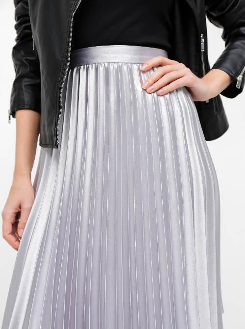 Lesklá dámská sukně s plisováním
