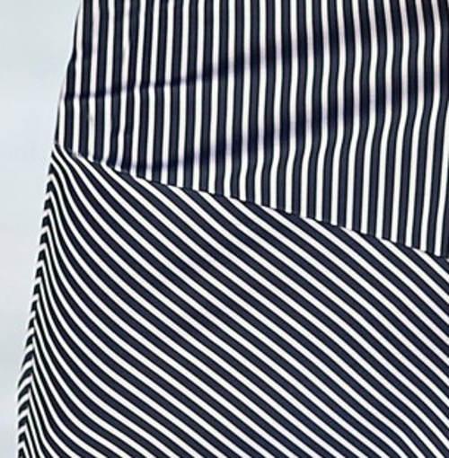 Modrobílá pruhovaná sukně