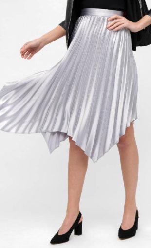 Stříbrná plisovaná sukně asymetrického střihu
