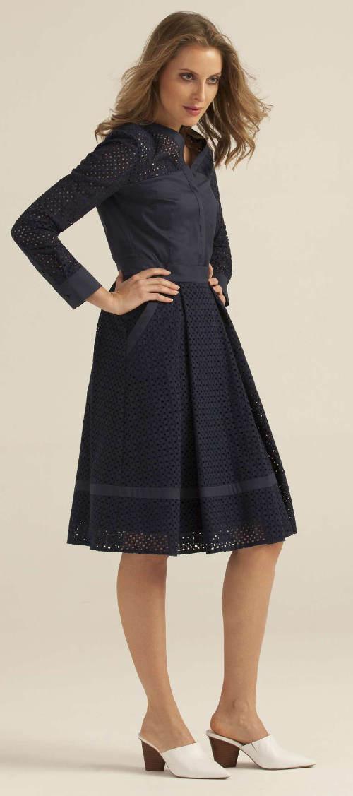 Modrá dámská sukně ke kolenům