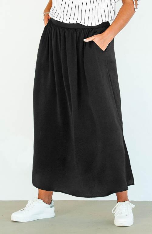 Pohodlná černá maxi sukně pro plnoštíhlé