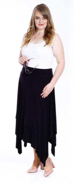 Pohodlná dlouhá asymetrická sukně pro silnější postavy