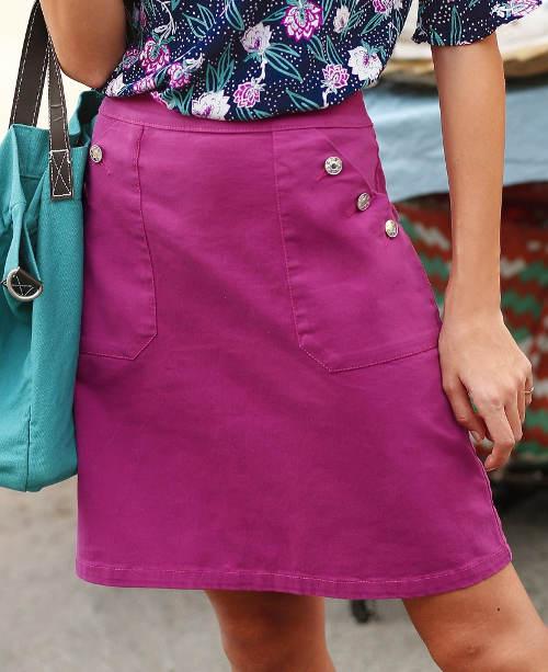 Fialová sukně s velkými předními kapsami