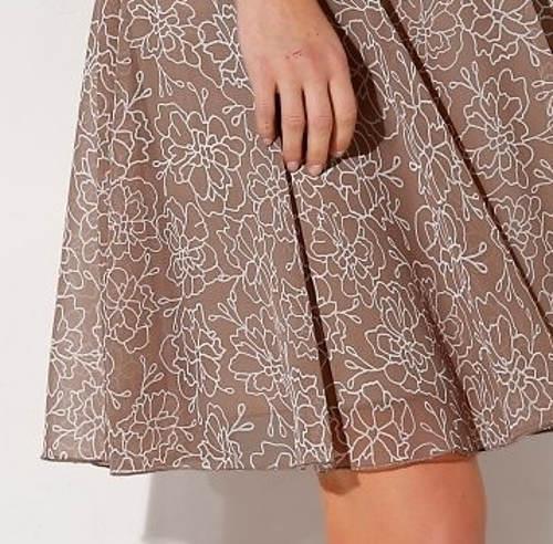 Hnědo-bílá sukně s motivem květin