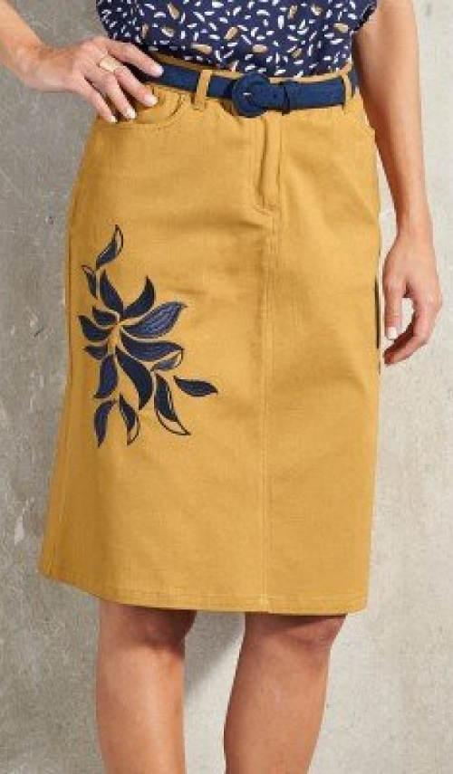 Žlutá dámská sukně s modrou výšivkou