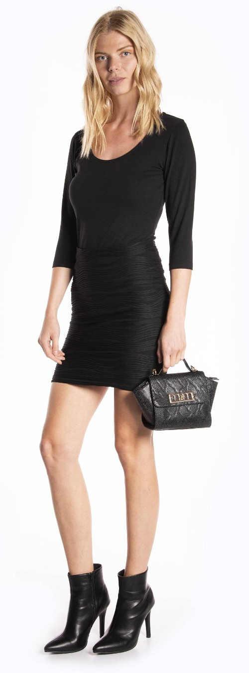 Krátká pouzdrová černá sukně