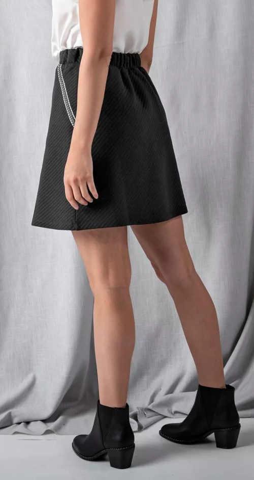 Černá krátká úpletová sukně do áčka