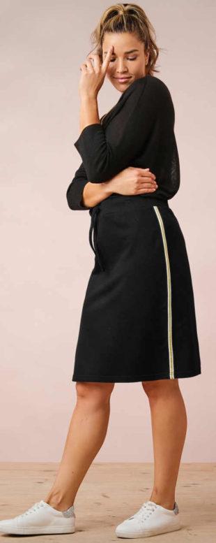 Černá úpletová sukně pro plnoštíhlé