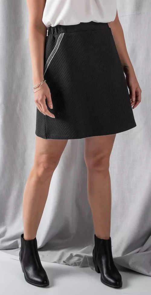 Krátká černá bavlněná sukně s elastickým pasem
