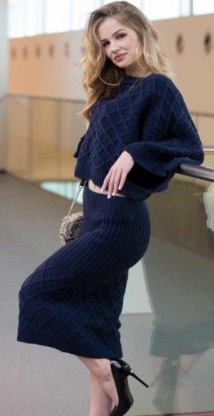 Pletená modrá sukně se svetrem