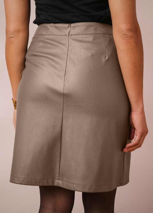Světle hnědá dámské koženkové sukně nad kolena
